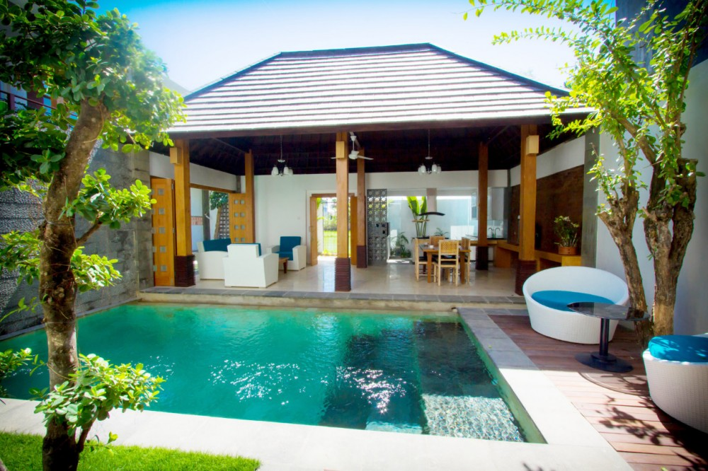 Bali villas Seminyak with a private pool, living room and dining room semi outdoor