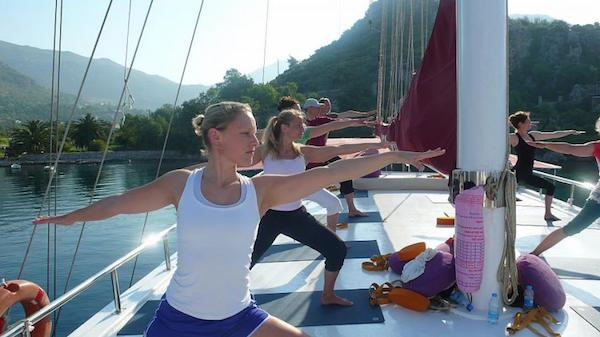 yoga cruise komodo