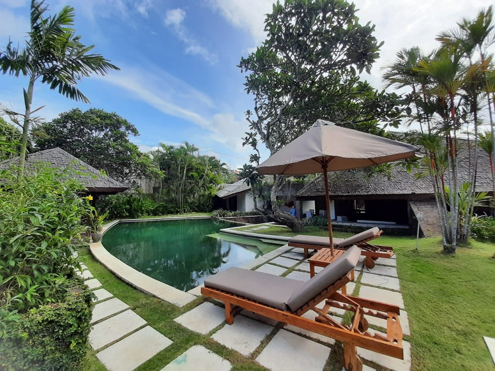 a large outdoor luxury villas bali