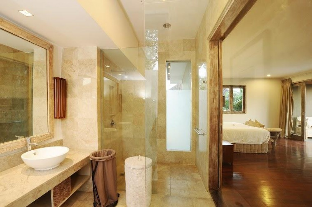 spacious lavatory luxury villas bali