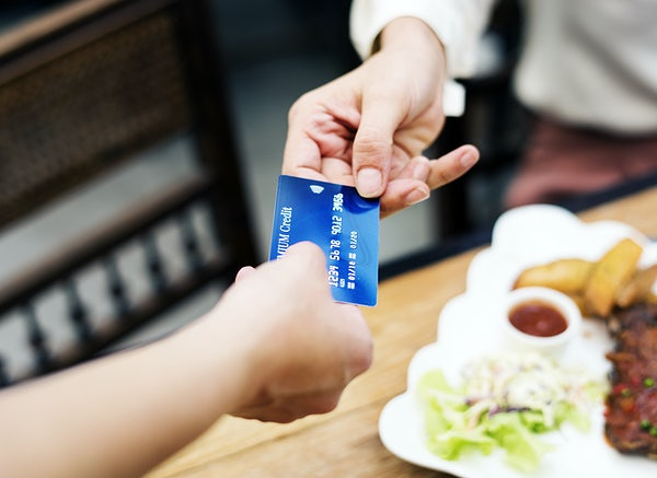 Which Card To Choose For Hassle-Free Travel